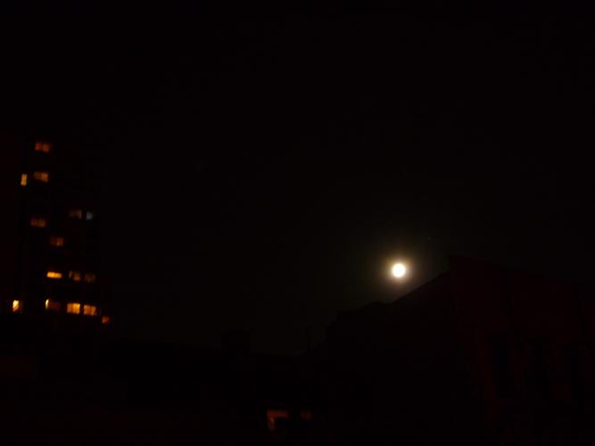 http://momovilaitanarak.com/files/gimgs/1_moon.jpg